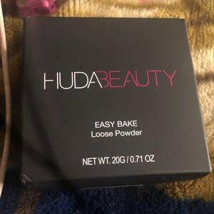 Huda beauty easy baked loose powder